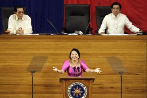 Mrs. Arroyo delivering her SONA 2009 speech (Reuters photo)