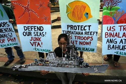 Environmental advocates and activists protest the grounding of the USS Guardian on Tubbataha Reef, call for the junking of the Visiting Forces Agreement (VFA) and immediate pullout of US troops from the Philippines. (Photo from www.globaltimes.cn)