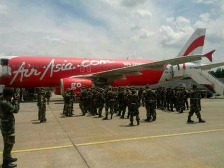 Presidential cousin and funder Tonyboy Cojuangco's AirAsia pals transport Malaysian army reinforcements to Sabah. (Photo from Borneo Inside)